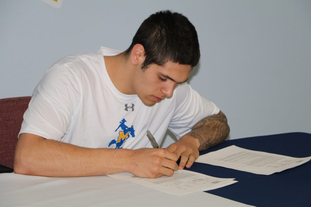Kuxhausen signs with McNeese State