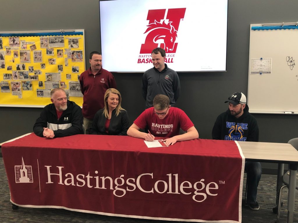 (Listen) Gering's Schilz to play basketball at Hastings College