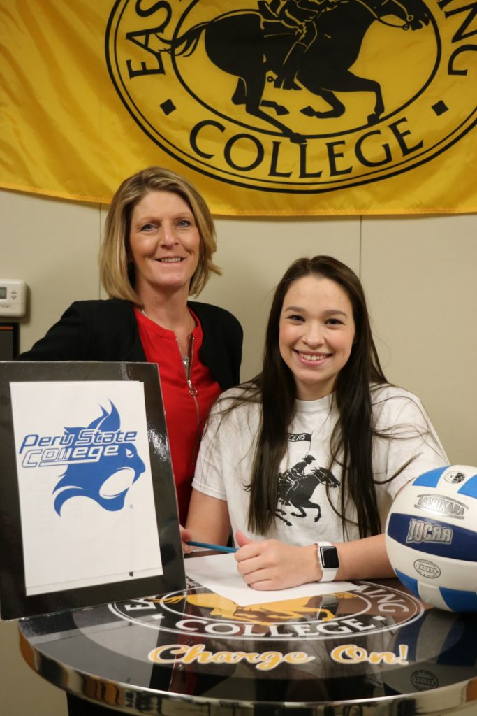 Sidney native signs to play volleyball at Peru State College