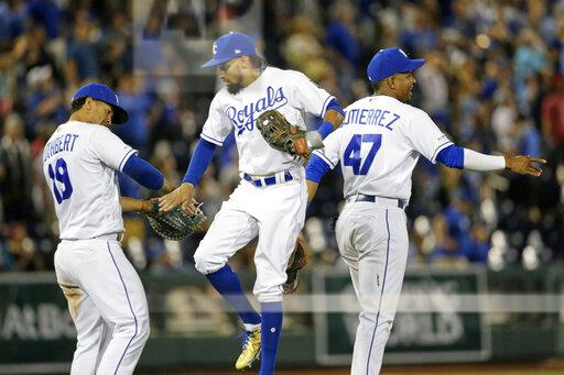 Royals defeat Tigers in first ever regular season MLB game played in Nebraska