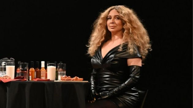 """Maya Rudolph revives her spot-on Beyoncé impression for hilarious """"Hot Ones"""" spoof on """"SNL"""""""