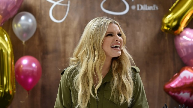 Jessica Simpson reveals she tested positive for COVID-19