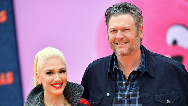 Blake Shelton gets rejected by Gwen Stefani in T-Mobile ad