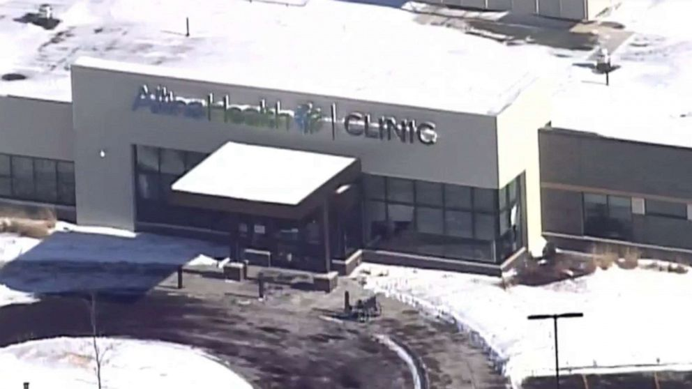 1 dead, 4 injured, suspect in custody after shooting at Minnesota health clinic: Police