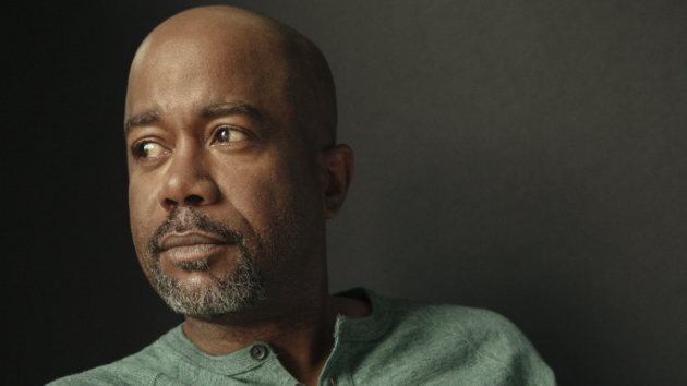 """Darius Rucker shares some """"Beers & Sunshine"""" with Lady A, as he grabs his tenth #1"""