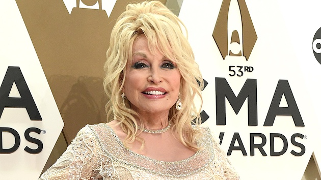 Dolly Parton plans to reunite with her '9 to 5' co-stars, thanks to a 'Grace & Frankie' guest spot