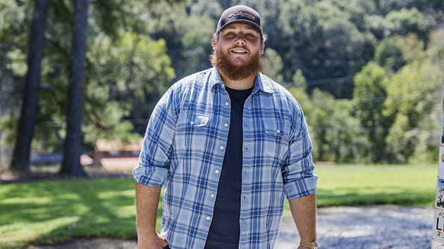 Luke Combs selling custom hat to help small businesses