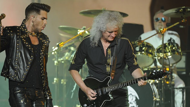 Queen, Lindsey Buckingham & more donating signed items to raise money for live music crew members