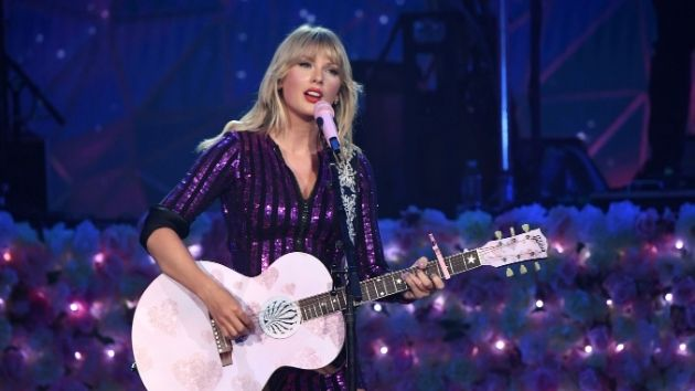 "Taylor Swift's rerecording of ""Love Story"" sells over 10,000 copies in its first day"