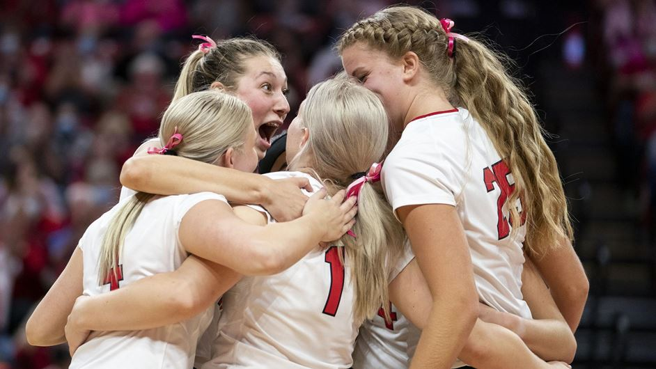Huskers sweep Hoosiers for 7th straight win