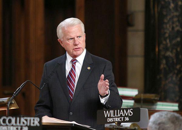 Nebraska lawmakers discussing redistricting compromise