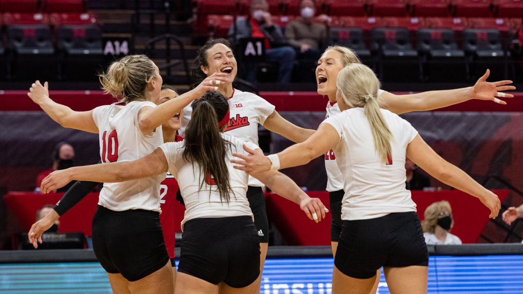 No. 9 Huskers Win Eighth Straight With Sweep of Illinois
