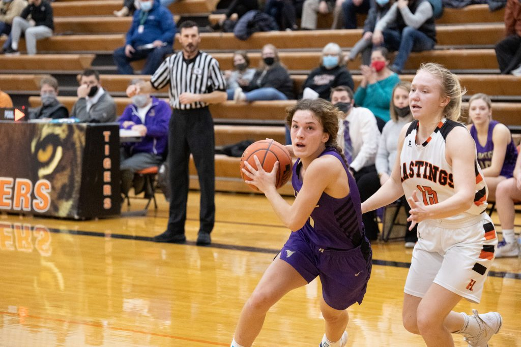 Hastings Wins B7 Sub-district Duel with Holdrege