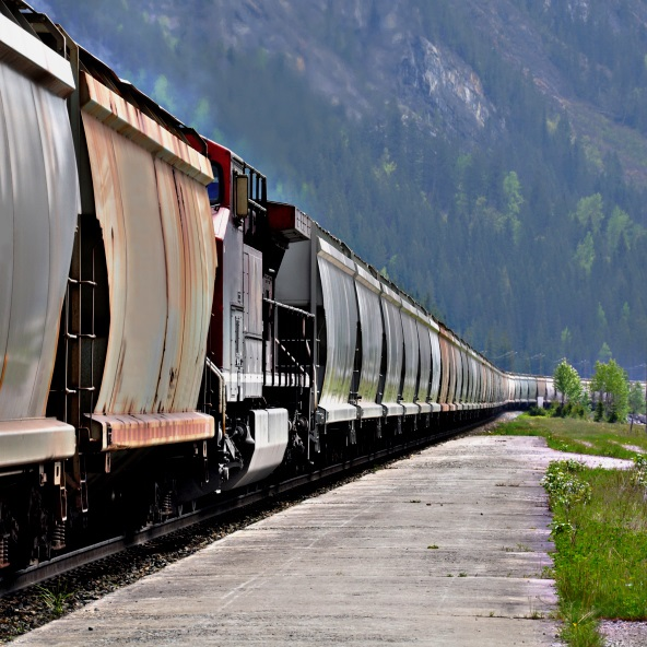 Union Pacific Giving Railroad Employees $1,000 bonuses