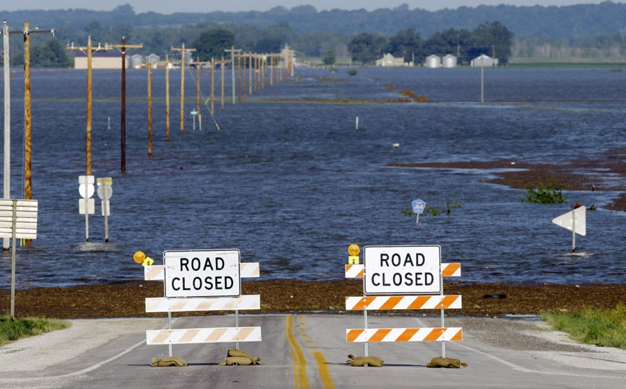 Missouri River flooding threatens Interstate 29 near Omaha