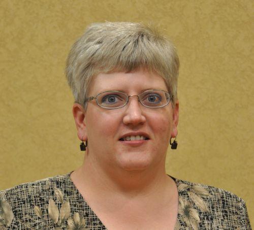 Scottsbluff UNMC College of Nursing instructor, Wendy Wells, receives national rural health service award