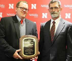 Dr. Smith receives teaching award