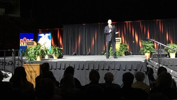 Gov. Ricketts Recognizes Outstanding Ag Youth at Nebraska FFA Convention