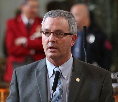Bill to shield Nebraska farmers from nuisance suits advances