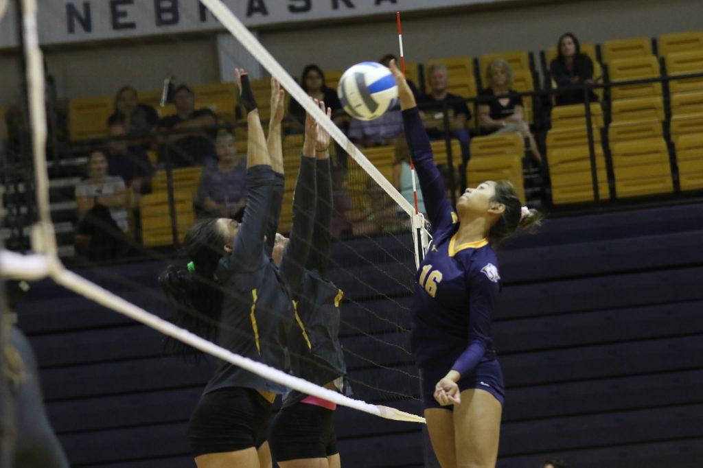 WNCC splits matches in Iowa