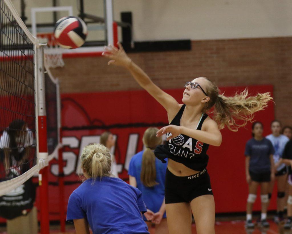 (Listen) First Year Coach Leslie Foral Talks Scottsbluff Volleyball