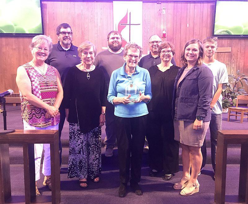 Cozad Library Foundation presents award to Carolyn Worthman