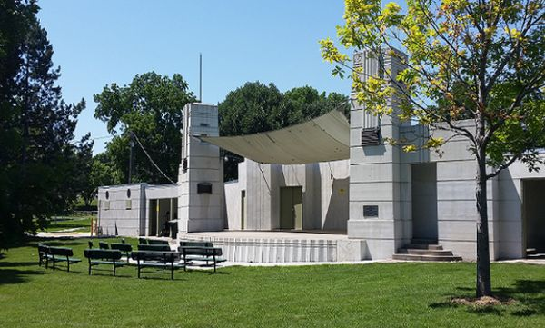 Proposal to restore open-air theater wins council blessing