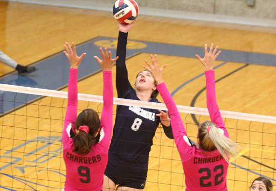 Nationally-ranked Dawgs escape Sioux City with five-set win