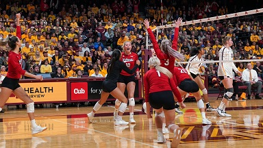 Huskers dominate fifth set in win at Minnesota