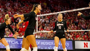 Huskers Roll Past Rutgers