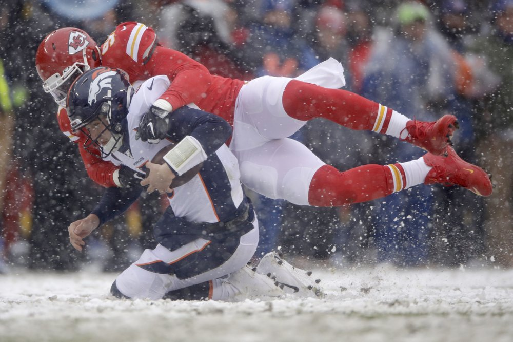 Chiefs roll to 23-3 victory over Broncos at snowy Arrowhead