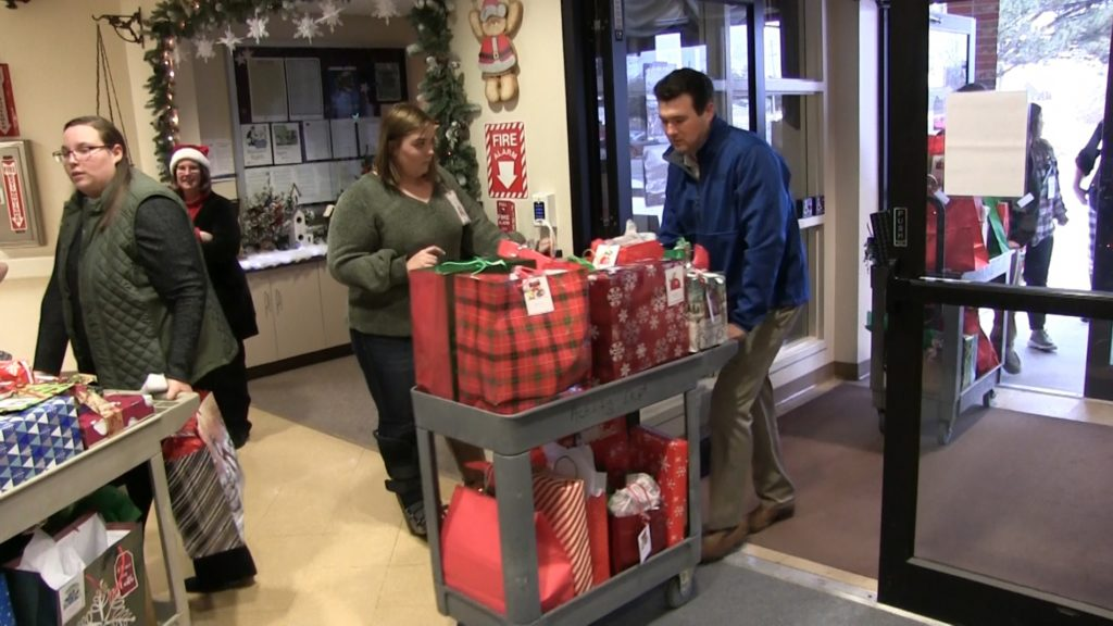 Spreading Christmas Cheer at Scottsbluff Veteran's Home