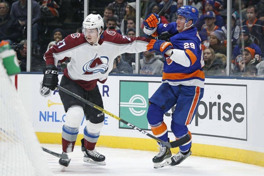 Varlamov, Lee lead Islanders to 1-0 win over Avs