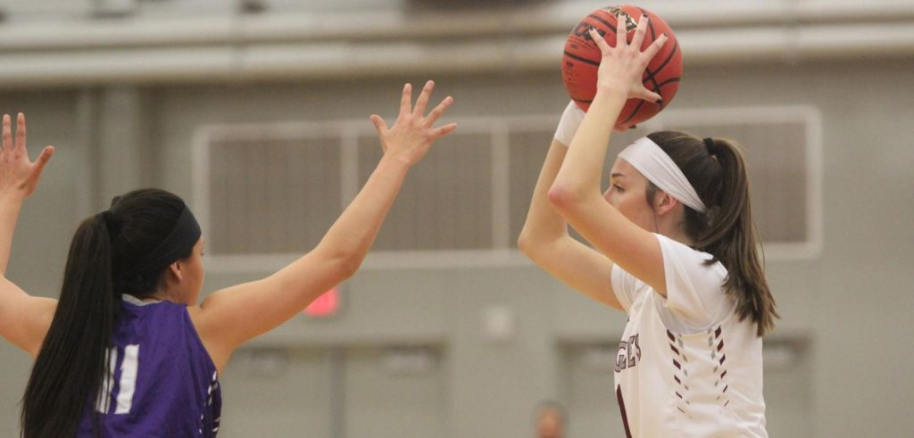 Hot fourth quarter pushes Eagles past Cowgirls