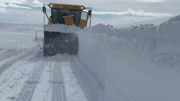 Weekend Snow and Wind Event in Wyoming Snarls Traffic