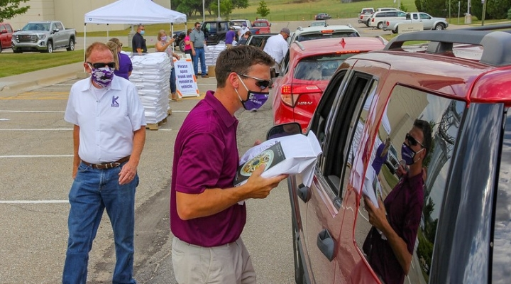 K-State distributes 15,000 pounds of fresh, Kansas flour