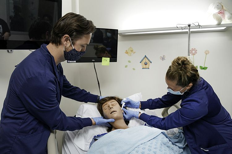 Simulators provide real world experience for nursing students
