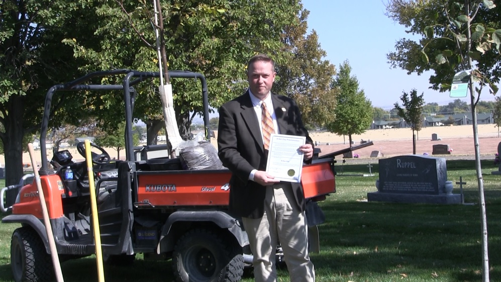 Gering Celebrates Late Arbor Day with Fall Tree Planting