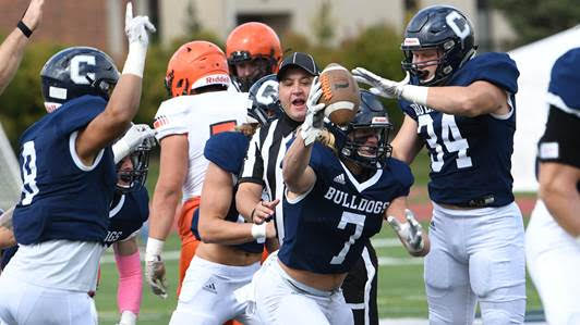 Culbert's arm, smothering D push Dawgs to 4-0
