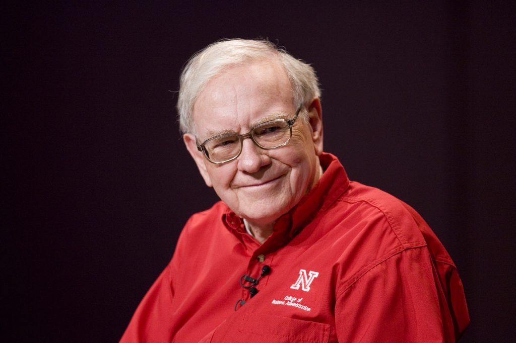 Buffet Provides Send-Off for Nebraska's December Graduates