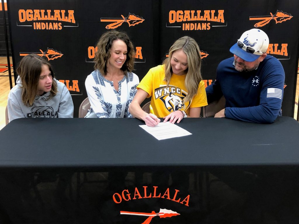 Ogallala's Curtis signs with WNCC volleyball