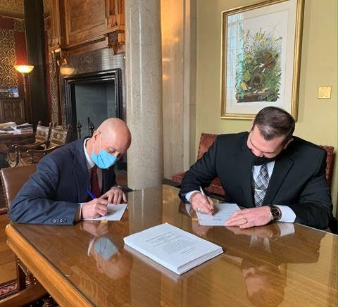 Gov. Ricketts, State Employee Union Applaud New Contract