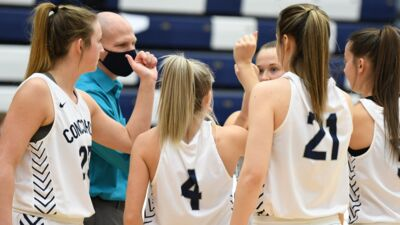 Olson collects win No. 400 in battle at Dordt