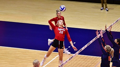 Huskers sweep Illinois in Champaign