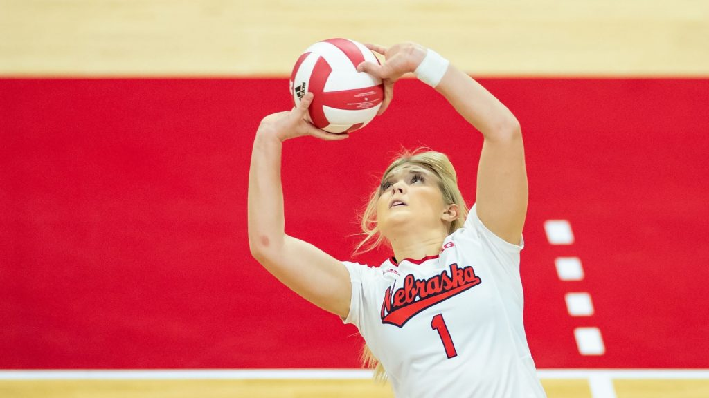 Huskers Complete Weekend Sweep at Illinois