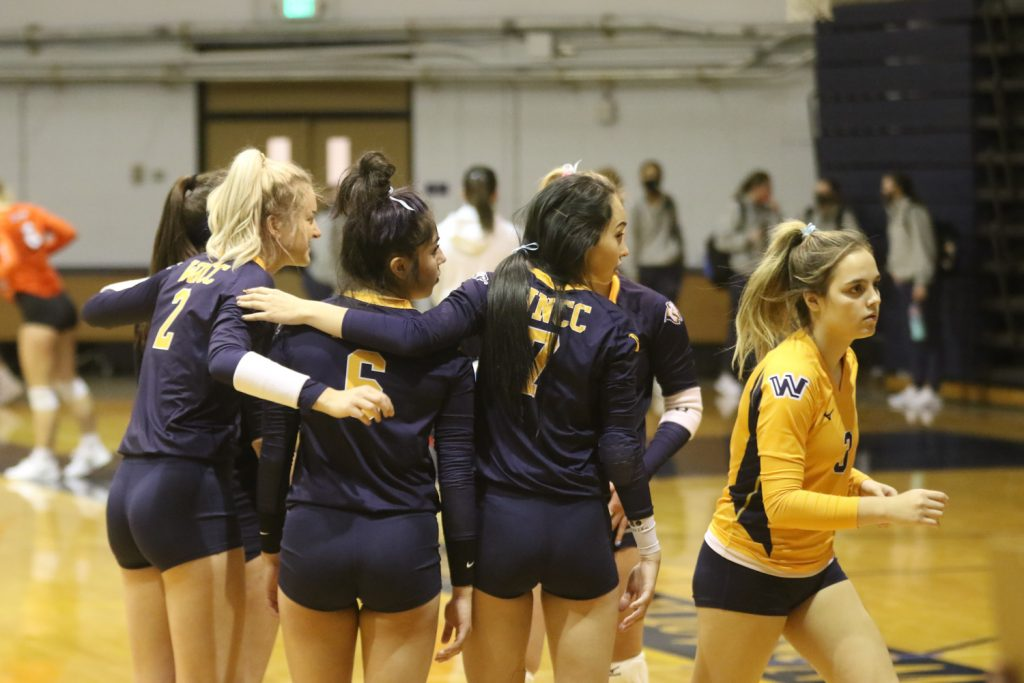 No. 9 Cougar volleyball swept Otero Friday